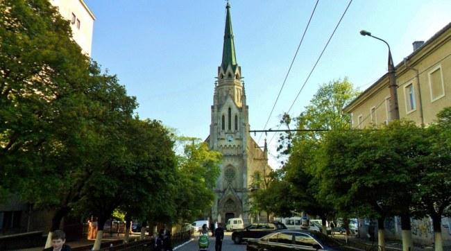 soborna-ploscha-kostel
