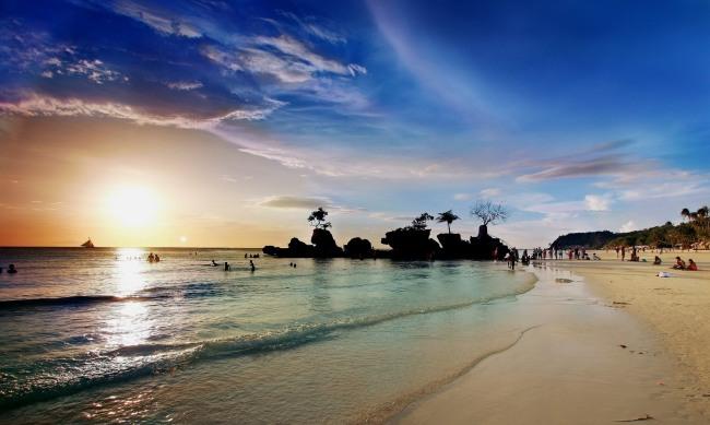 white-beach-borakay