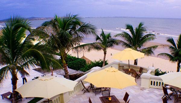 Пляж отеля Allezboo Beach Resort  Spa Фантхиет