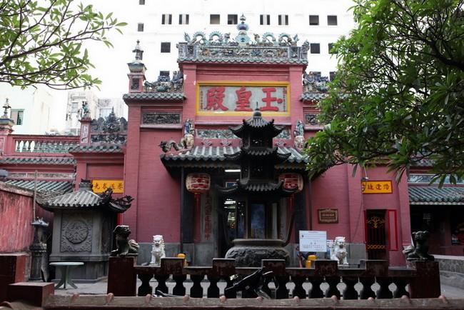 Храм нефритового императора